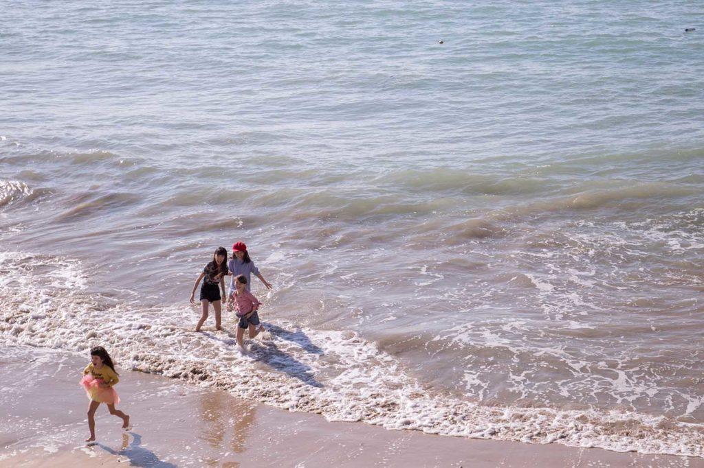 Niñas y el mar